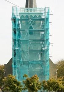 Overzicht_van_de_kerktoren_in_de_steigers_-_Westmaas_-_20411287_-_RCE